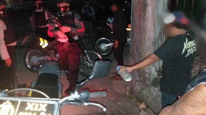 Polisi Bubarkan Warga Pesta Miras di Simpong Banggai
