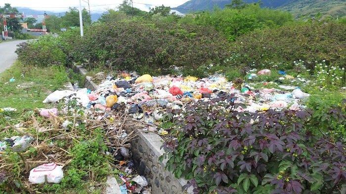 Tumpukan Sampah Penuhi Selokan, Lurah Duyu: Begini Tidak Elok