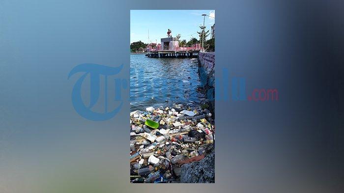 Sampah Plastik Kotori Teluk Lalong Luwuk