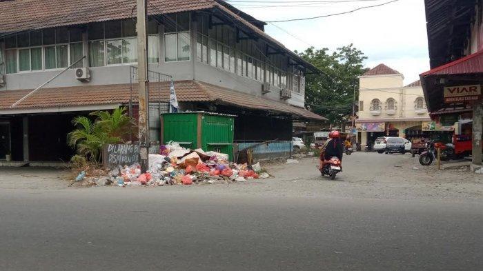 Warganya Tak Sadar Kebersihan, Sampah Menumpuk di Jl Sis Aljufri Palu Barat