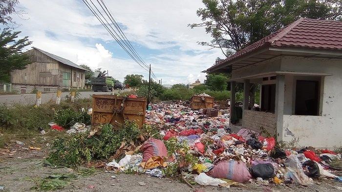 Sampah Menumpuk Pasca Lebaran di Tempat Penampungan Sementara Kelurahan Nunu
