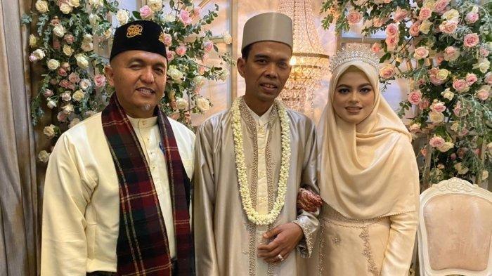 Ustaz Abdul Somad Diperlakukan Seperti Ini Oleh Istrinya saat Resepsi Pernikahan, Netizen Ngaku Iri
