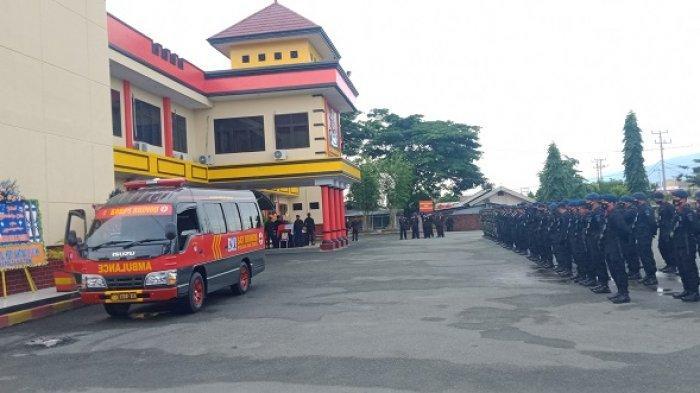 Penghormatan Terakhir Iringi Keberangkatan Jenazah Briptu Herlis Menuju Kampung Halaman