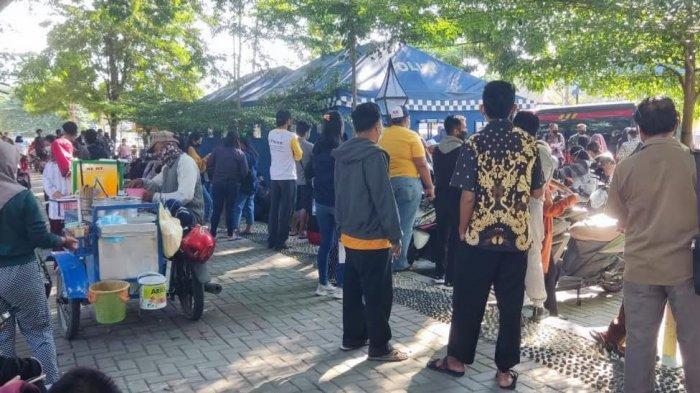 Antre 2 Jam, Warga Tak Kebagian Vaksin Tahap Dua di Gerai Taman Gor Palu