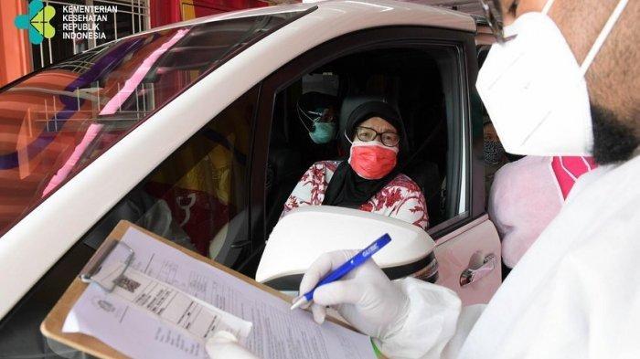 Kemenkes Gelar Vaksinasi Massal Covid-19 Drive Thru untuk Lansia