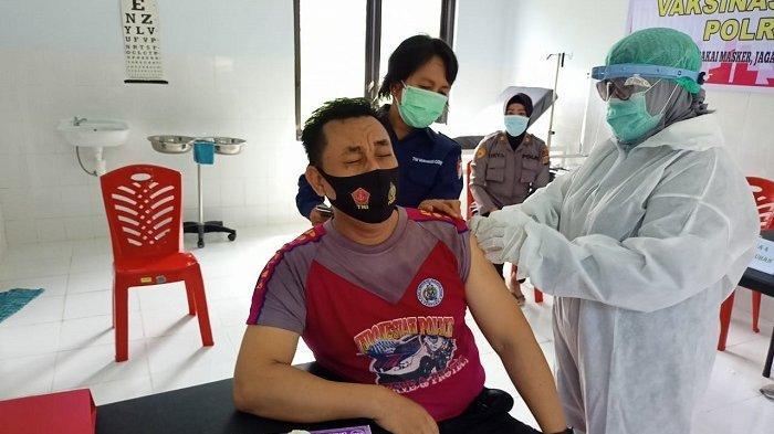 Puluhan Personel Polres Sigi Disuntik Vaksin COVID-19 Pertama