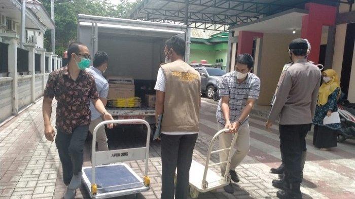 Dinkes Sulteng Serahkan Vaksin Tahap II untuk Petugas Pelayanan Publik di Sigi