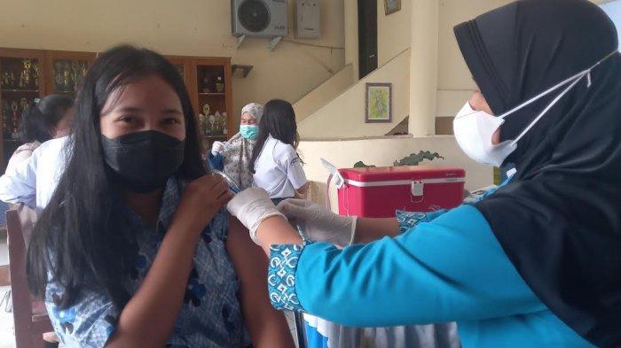 Vaksinasi Pelajar di SMAN 3 Palu Dibuka untuk Umum