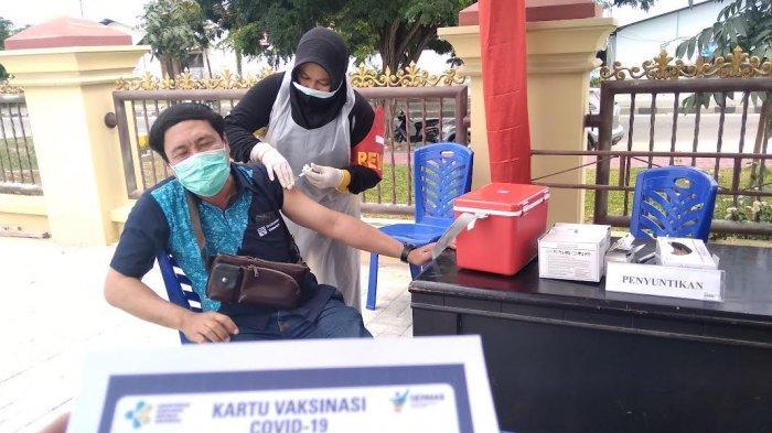 Suasana Vaksinasi Covid-19 di Gerai Polda Sulteng beberapa waktu lalu.