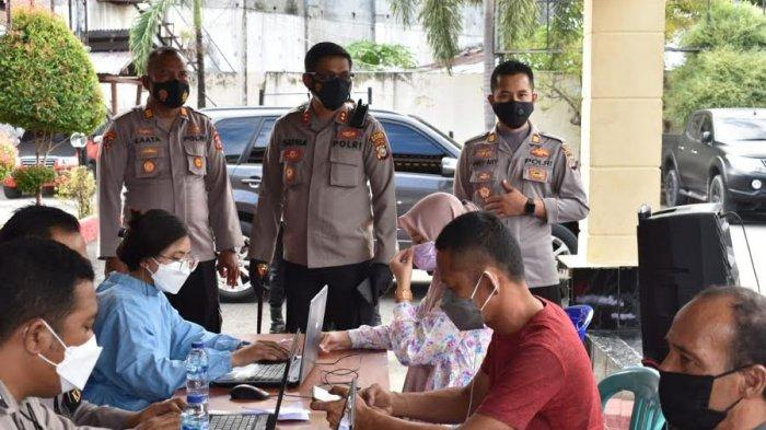 Vaksinasi Massal, 2.824 Orang Tervaksin di Banggai
