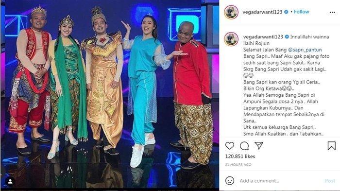 Vega Darwanti membagikan foto bersama Sapri dan artis lainnya saat bekerja