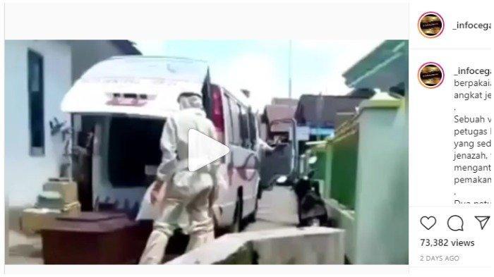 Viral Video Petugas Berpakaian APD tak Kuat Angkat Peti Jenazah Pasien Covid-19, Jatuh Beberapa Kali