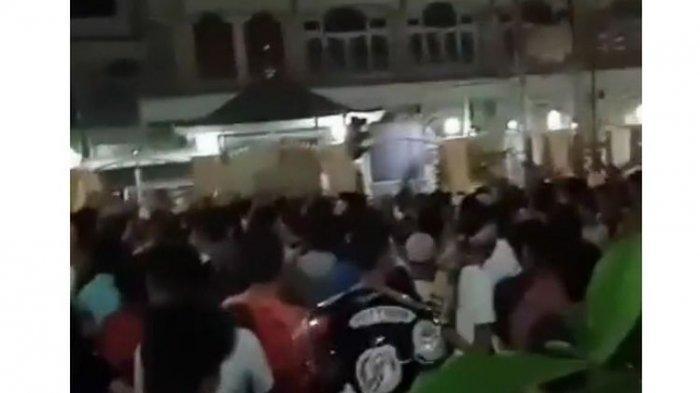 Ratusan Warga Lombok Demo Minta Masjid Dibuka untuk Salat Jumat & Tarawih, Pemda hanya Bisa Prihatin
