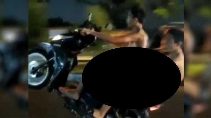 VIRAL Video Remaja Nyaris Bugil Standing Motor, Kini Minta Maaf di Samping Polwan