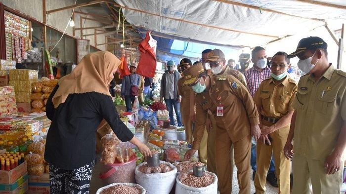 Wagub Sulteng Cek Stok dan Harga Bahan Pokok di Pasar Jelang Idulfitri