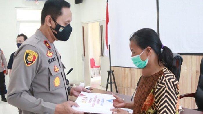 Keluarga Korban Pembantaian Teroris di Kalemago Poso Terima Bantuan dari Polda Sulteng