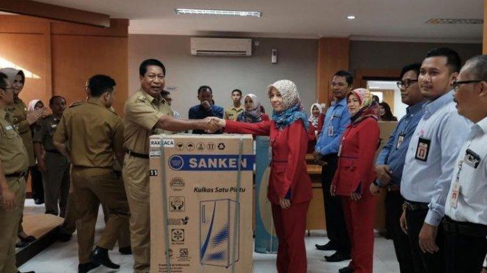Datang Kerja Paling Pagi usai Libur Lebaran, 7 Karyawan BPR Bank Magelang dapat Hadiah dari Walikota