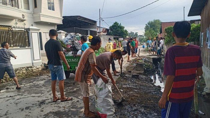 Warga Kelurahan Nunu Kerja Bakti Bersihkan Jl Kalora Kota Palu