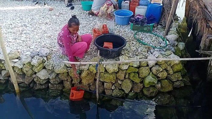 Derita Warga Desa Kalumbatan Bangkep Kesulitan Air Bersih: Sekalipun Ada Harus Menunggu Berjam-jam