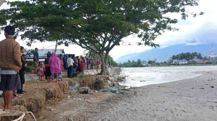 Beredar Info Warga Asing Ikut Selamatkan Buaya Berkalung Ban, Ratusan Warga Datangi Sungai Palu