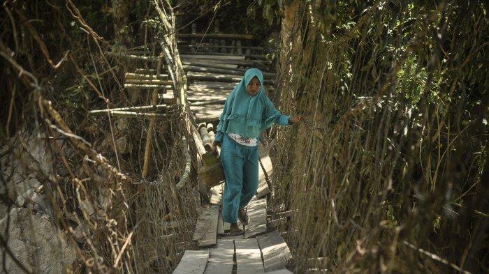 Pasca-Banjir, Akses ke Kampung Toraja di Kabupaten Sigi Hanya Bergantung pada Jembatan Darurat