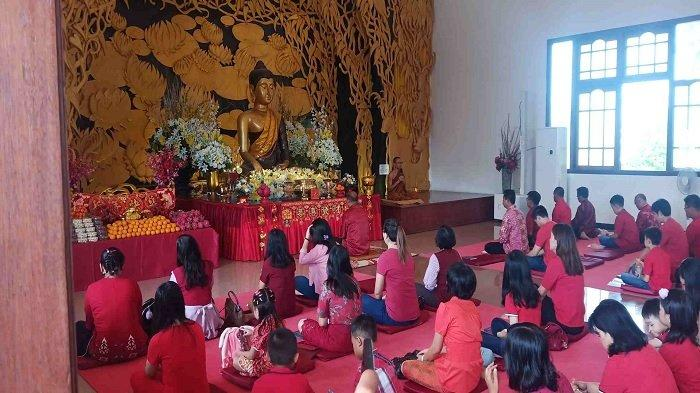 Warga Tionghoa di Kota Palu Rayakan Tahun Baru China atau Imlek 2571 dengan Khidmat