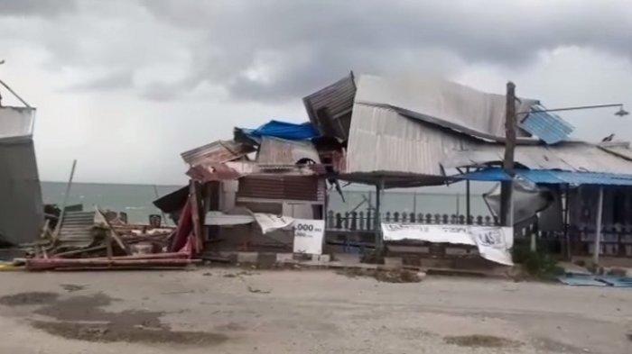 2 Warung Milik Warga Rusak Berat Akibat Angin Puting Beliung di Poso