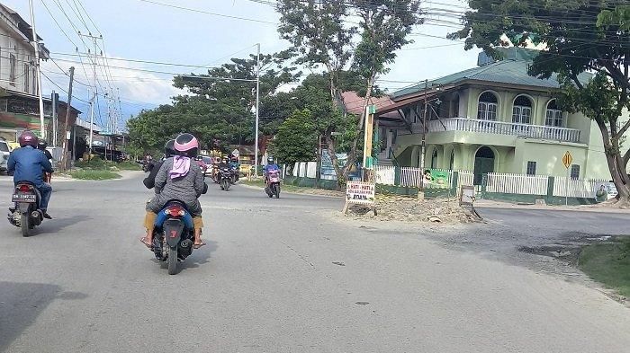 Ada Galian Pipa PDAM, Waspada Melintas di Persimpangan Jl Sis Aljufri - Jl Danau Talaga