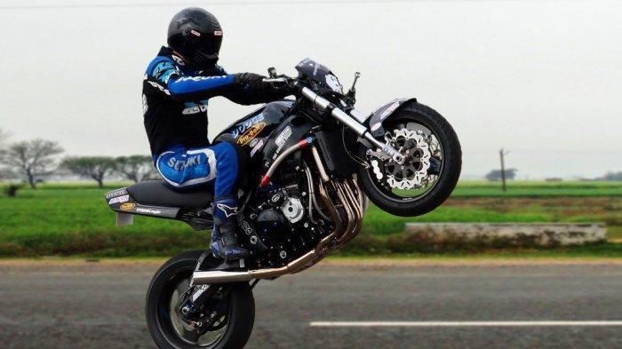 Nekat Melakukan Wheelie di Jalan, Siap-siap Kena Denda Rp 500 Ribu