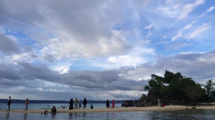 Libur Lebaran, Wisata Pantai Bambahano Donggala Dipadati Pengunjung - wisata-pantau-bambahano.jpg