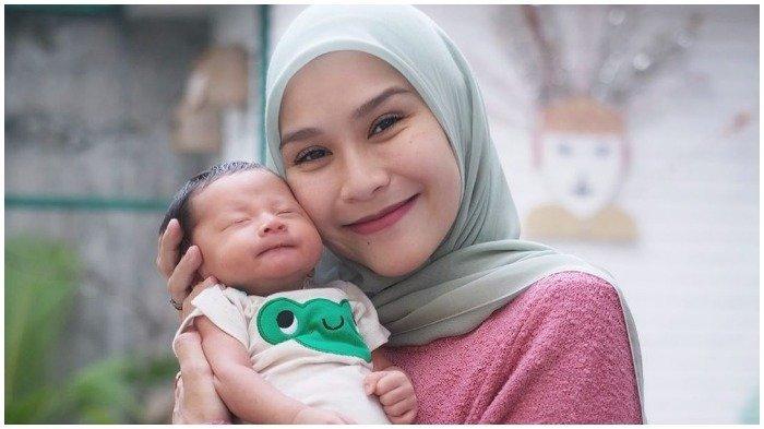 Jawaban Zaskia Adya Mecca Saat Ditanya, ''Kok Bayi Usia Kurang dari 40 Hari Dibawa Jalan-jalan?''