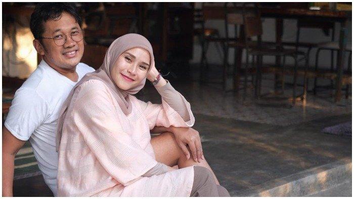 Zaskia Adya Mecca dan Hanung Bramantyo.