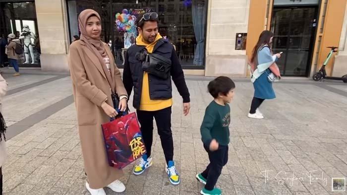 Lihat Rafathar Marah saat Dibelikan Mainan, Zaskia Sungkar: Ya Allah, Ngambeknya Kayak Orang Tua