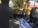 anggota-jatam-provinsi-sulawesi-tengah-mendatangi-kantor-kepolisian-daerah.jpg