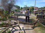 aparat-kepolisian-di-kabupaten-gowa-sulawesi-selatan-tengah-melakukan.jpg