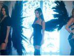 ariana-grande-lana-del-rey-dan-miley-cyrus-dalam-video-klip-dont-call-me-angels.jpg