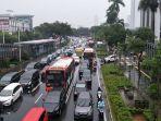 arus-lalu-lintas-jalan-mh-thamrin-alami-kemacetan-selasa-17122019.jpg