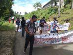 demo-warga-desa-tolo-terhadap-kadesnya-yang-didugamelakukan-pelecehan.jpg