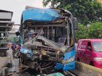 dua-bus-transjakarta-mengalami-tabrakan-beruntun.jpg