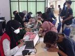 fakultas-kedokteran-universitas-alkhairaat-gelar-vaksinasi-gratis-di-jl-diponegoro-kelurahan.jpg