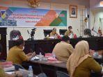 gubernur-sulawesi-tengah-longki-djanggola-saat-memimpin-rapat-evaluasi-dan-pengawasan-realisasi-apbd.jpg