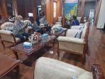gubernur-sulawesi-tengah-rusdi-mastura-saat-menerima-kunjungan-satgas.jpg