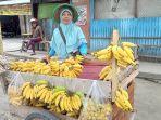 hasma-pedagang-pisang-dan-kacang-keliling-di-kota-palu.jpg