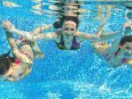 ilustrasi-berenang-di-kolam-renang.jpg