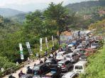 ilustrasi-kemacetan-ribuan-kendaraan-mengantre-saat-akan-keluar-gerbang-tol-pasteur.jpg