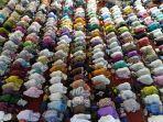 ilustrasi-salat-tarawih-berjamaah-di-masjid.jpg