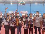ketua-koni-sulteng-nizar-rahmatu-bersama-tim-atlet-caboe-sepak-takraw-putri-12.jpg