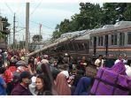 krl-commuter-line-ka-1722-anjlok.jpg