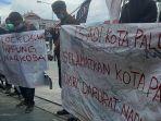 lingkar-studi-dan-demokrasi-indonesia-ls-adi-kota-palu-menggelar-aksi-protes.jpg