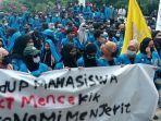 mahasiswa-unjukrasa-di-depan-gedung-rektorat-untad-jl-soekarno-hatta-kelurahan-tondo.jpg